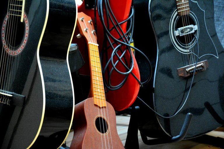 Ukulele vs Guitar: Differences between the guitar and ukulele
